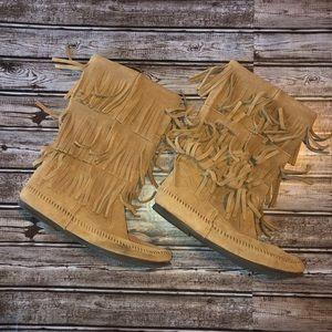Minnetonka fringe boots size 11